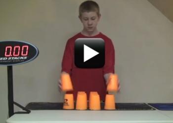 vtipné video kluk s kelímky