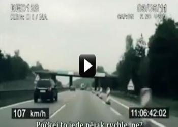 česká policie se snaží dohonit cyklistu